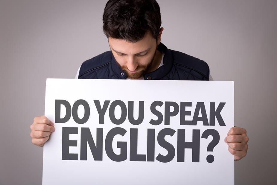 كيف أتمكن من فهم اللغة الإنجليزية الأمريكية؟